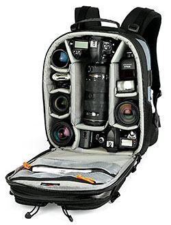 7d2d7c4a091 Fotobatoh je jednoduše řečeno batoh určený pro objemnější fotoaparát a  další příslušenství (a třeba i osobní věci). Fotobatohy mají vnitřní  uspořádání ...